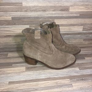Carlos Santana Tan Ankle Booties Pull On size 7.5